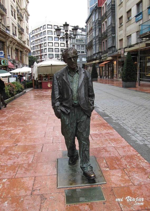Estatua Woody Allen, Oviedo