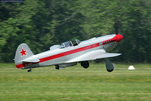 советский Як-3У взлетает