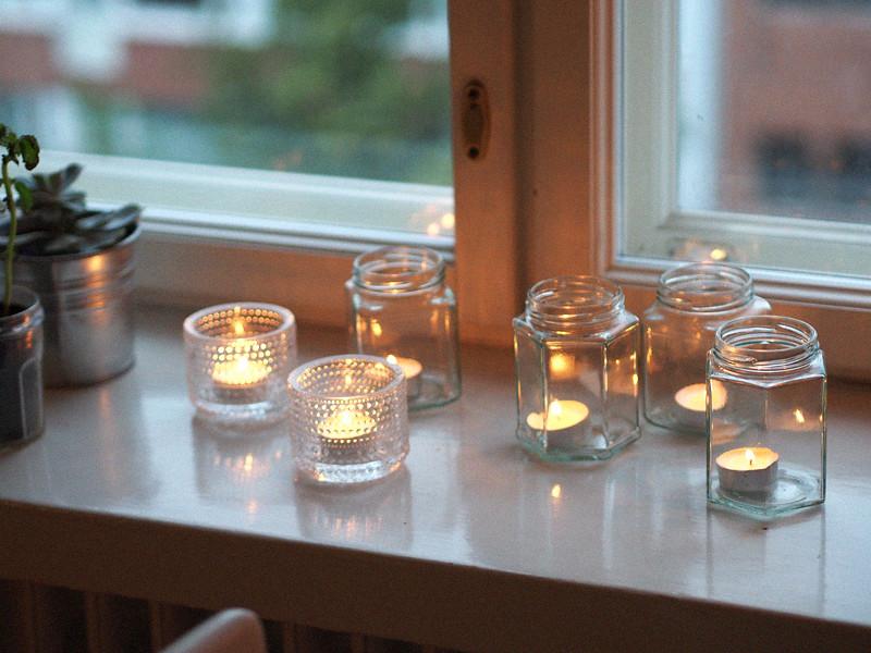 kynttilät ikkunalauda