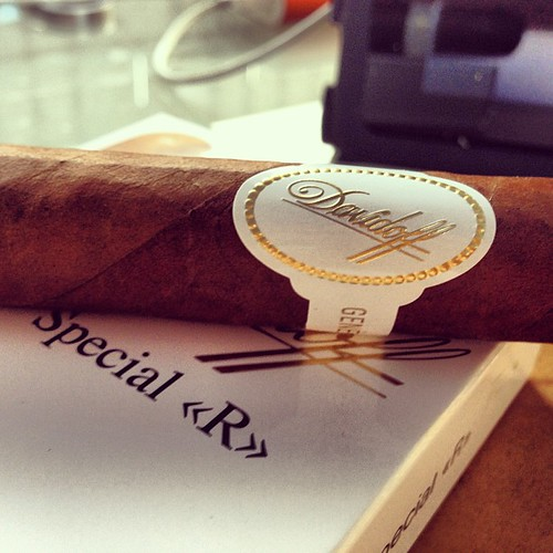 A little Davidoff Special R action this evening.