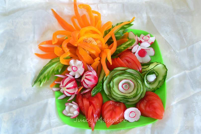 Разнообразие цветов и  прочих украшений