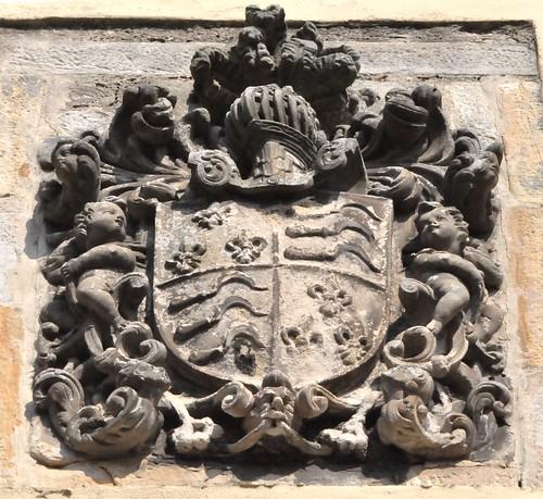 Laredo (Cantabria). Casa torre de Villota del Hoyo. Escudo de Tréllez