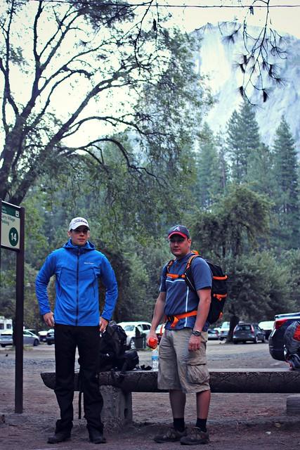 Bussia odotellessa Yosemitessa