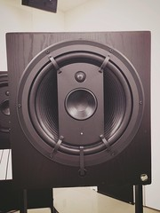 studio monitor, loudspeaker, subwoofer, electronic device, multimedia, circle,