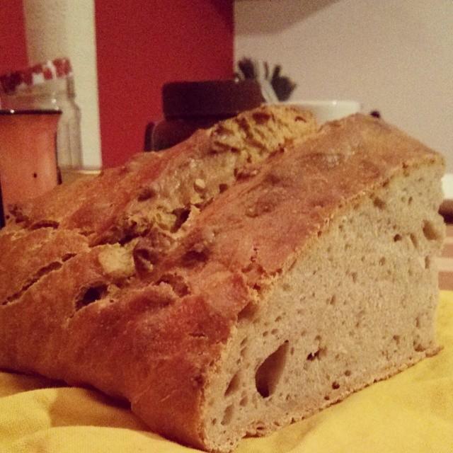 Mein erstes Brot. Es war den Umständen entsprechend.