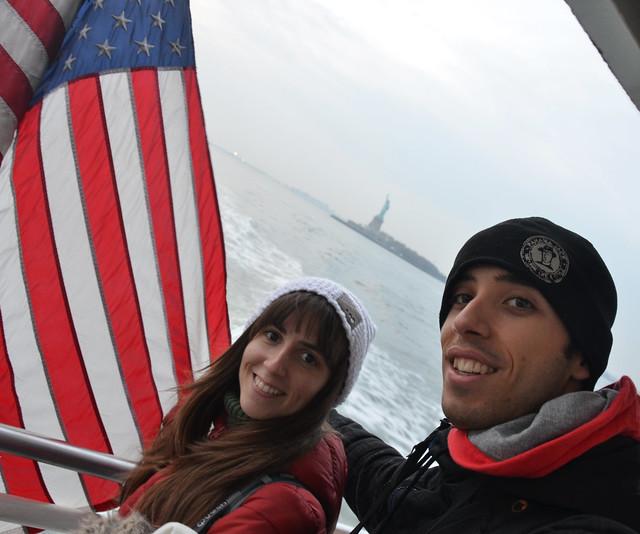 Desde el barco por el rio Hudson y la estatua de la libertad al fondo
