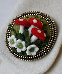 Woolly mushrooms brooch