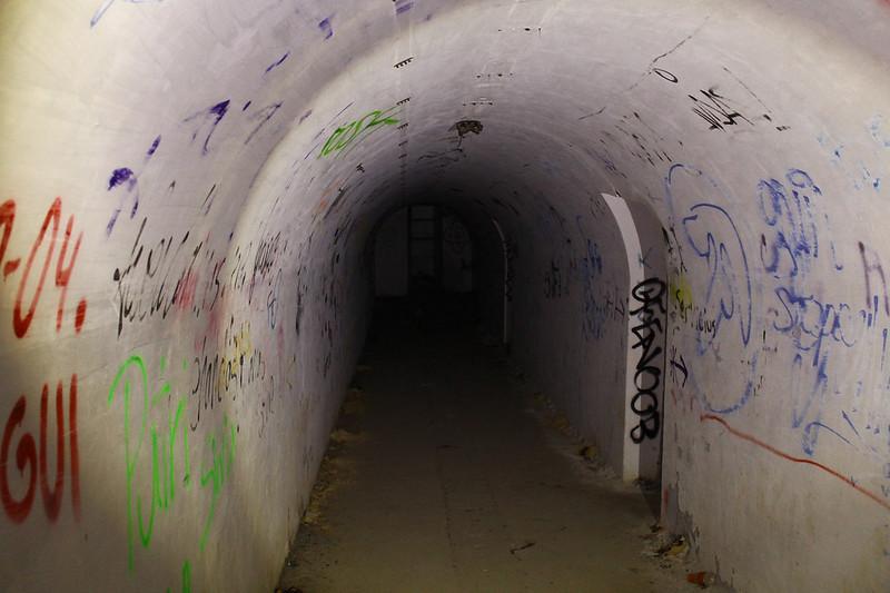 Túnel transversal que comunica las galerías de entrada a la batería