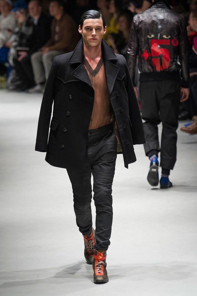 Robbie Wadge3674_1_FW14 Milan Vivienne Westwood(fashionising.com)