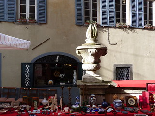 Mercadillo de antigüedades en Piazza Vecchia (Bérgamo)