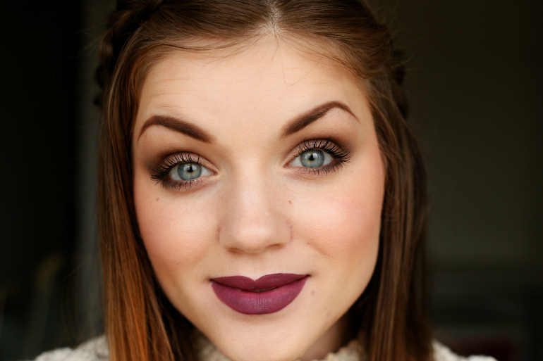 illamasqua, illamasqua nederland, illamasqua lipstick, illamasqua shard, illamasqua shard lipstick, burgundy lips, red violet lips, illamasqua shard swatch, illamasqua shard review, beautyblog, fashion is a party, fashion blogger, matte lipstick, illamasqua international shipping, purple lips