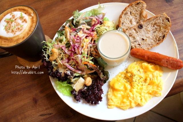 [台中]NIKI CAFE–早午餐還不賴,沙拉超多燕麥奶也好喝,寵物友善餐廳!@北區 美德街 中國醫(已歇業)