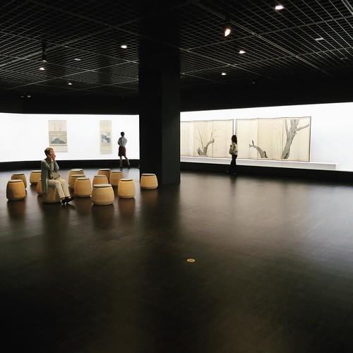 国立近代美術館は、さすがに作品も展示の仕方もしっかりしてるなー。落ち着いて、作品が鑑賞できる。年配の来館者も多いですね。