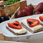 Brie, strawberries and balsamic vinegar tartines