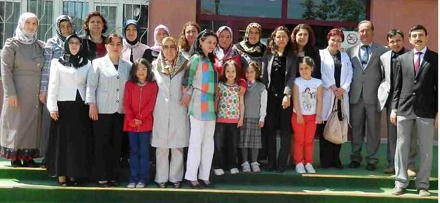 Aile Rehberlik kursunu bitirenler Tarhan'ın kitabıyla ödüllendirildi