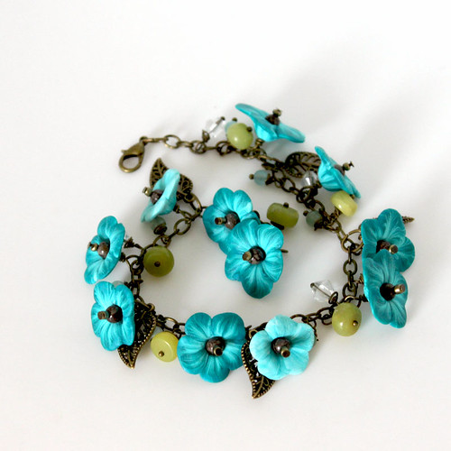 Flower Dangle Bracelet
