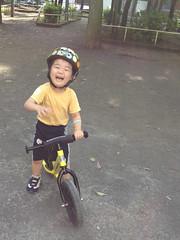 公園で自転車(ストライダー)の練習 2歳9ヶ月