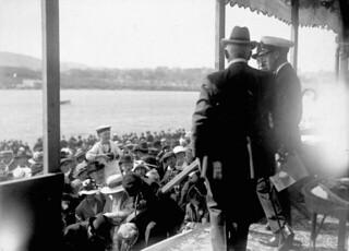 The Prince of Wales attending a regatta in St. John's, Newfoundland during royal visit to Canada, August 1919 / Le prince de Galles à une régate, à St. John's, Terre-Neuve, pendant sa visite au Canada, août 1919