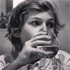 Portrait au verre d'eau