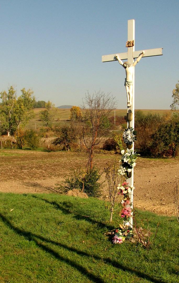 Kríž neďaleko zvonice