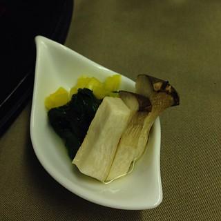 座付 青菜の浸し、焼きエリンギ添え
