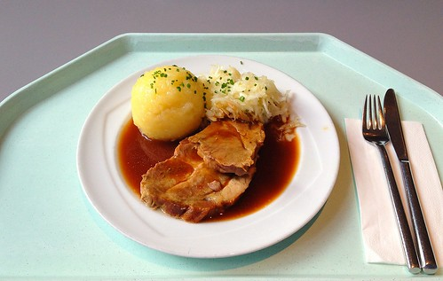 Schweinebraten in Dunkelbiersauce mit Knödel & Krautsalat / Pork roast with dark beer sauce, dumpling and cole slaw