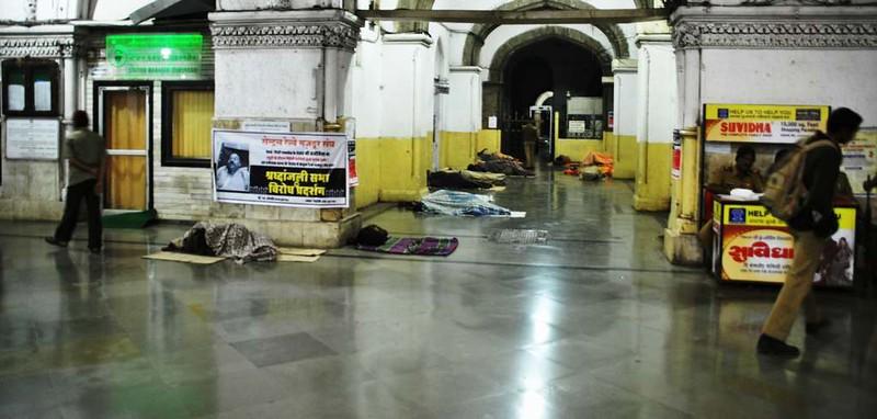47 Estacion C.S.T. por la noche, Mumbai (116)