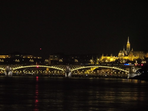 Danubio by Night, tra Buda e Pest by Ylbert Durishti
