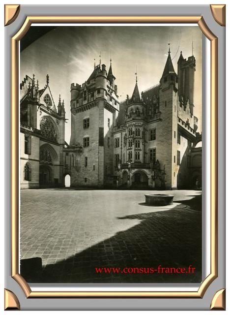 PIERREFONDS (Oise) Le Château (Reconstitution de Viollet le Duc 1858-1870) Le Donjon et la Chapelle