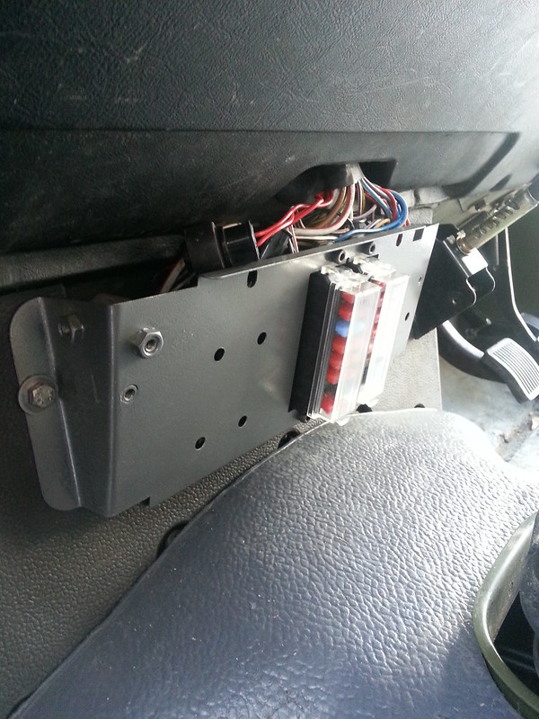 land rover defender fuse box location introduction to electrical 2019 land rover defender land rover 90 fuse box example electrical wiring diagram u2022 rh huntervalleyhotels co land rover defender td5 fuse box diagram land rover defender 110