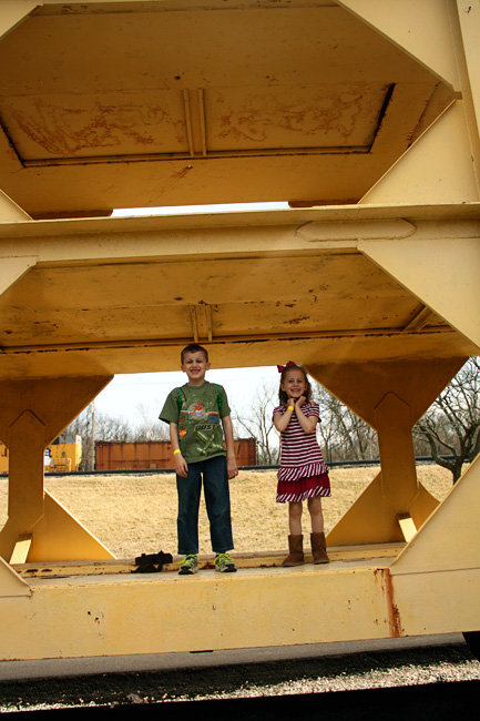 Kids-standing-on-yellow-train