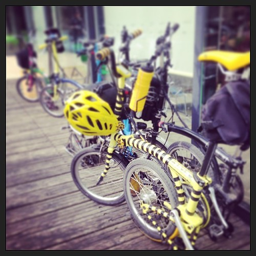 LBC: Berkshire Chiltern Magic taking a little break #urban #bromptonbicycle #bromptonbicycle #lbclub