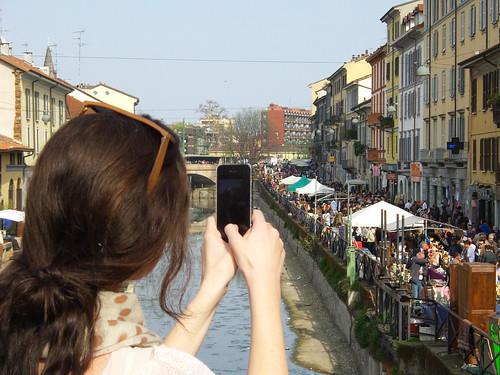Fotografando il mercato del Naviglio by Ylbert Durishti