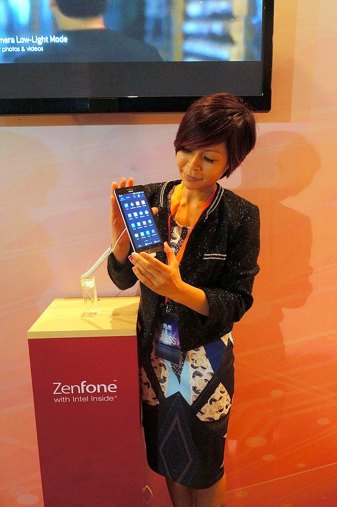 Asus ZenFone - launch in Jakarta - prices, specifications review-005