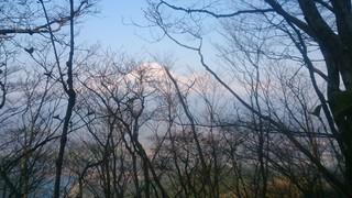 天子山塊より、雲一つ無い綺麗な富士山。