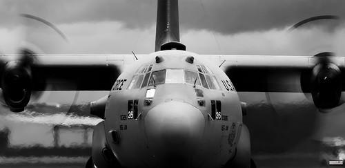 blackandwhite bw military lockheed hercules usairforce militaryaviation riat unitedstatesairforce militaryaircraft raffairford c130h theroyalinternationalairtattoo militarytransportaircraft 800326