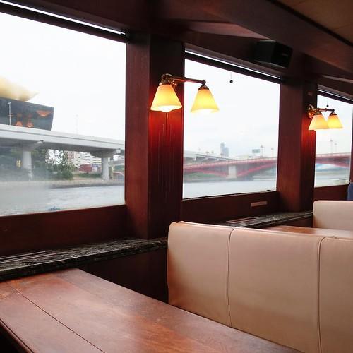 橋の多い隅田川の船窓を楽しみつつ、40分弱の移動時間。