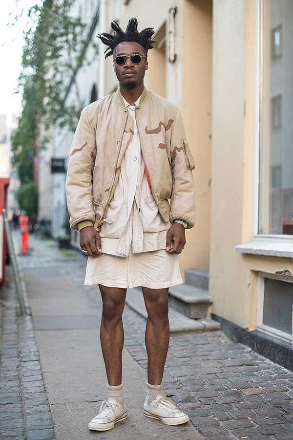 ベージュMA-1×アイボリーシャツ×アイボリーショートパンツ×オールスターロー白