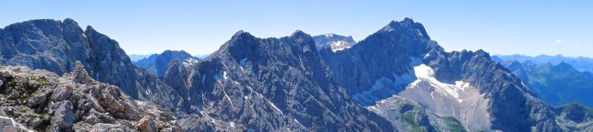 Blick vom Gipfel der Alpspitze zur Zugpitze, 2963 m, mit Jubiläumsgrat. Foto: Günther Härter.