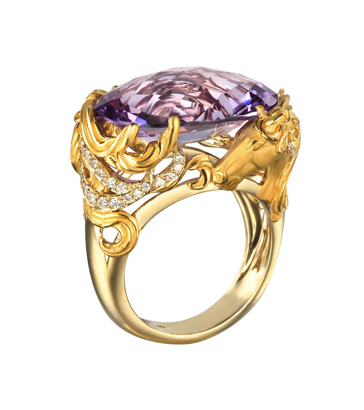 DA13406 010101 Ecuestre ring in yellow gold and diamonds.jpg