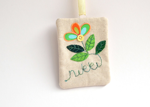 stitch-gathering-name-tag-f