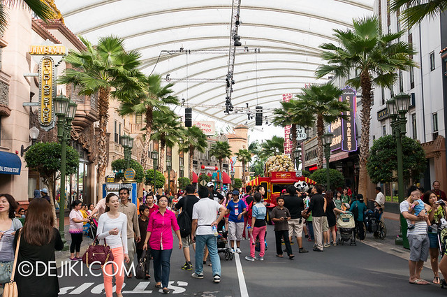 Universal Studios Singapore - Hollywood Overview