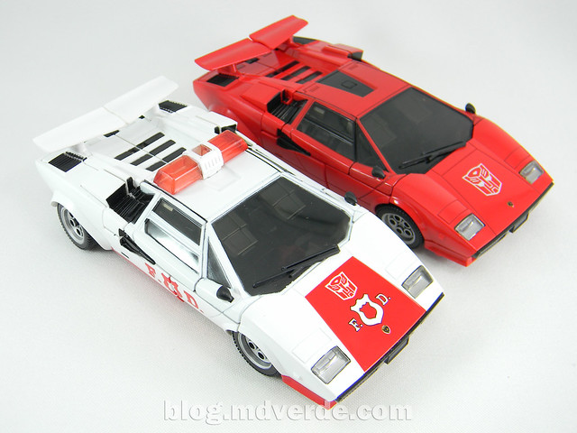 Transformers Red Alert - Masterpiece - modo alterno vs Sideswipe