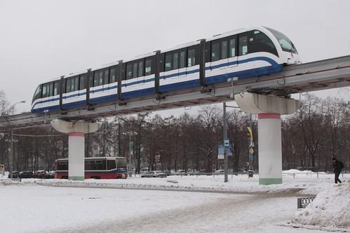 Westbound train approaches Выставочный центр (Vystavochny Tsentr) station