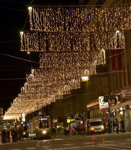 Die neue LED-Weihnachtsbeleuchtung in der Annenstraße erstrahlt seit 22. November