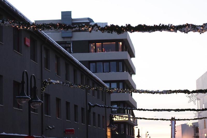 Julepynt i gaten