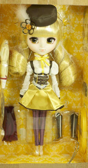 Tomoe Mami in the box