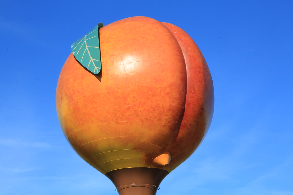 Peach water tower at exit 92, I-85 north at Gaffney, South Carolina - 076B8006
