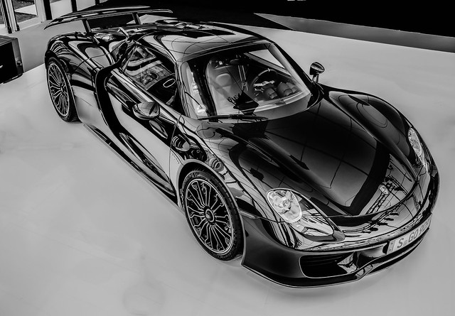 B and W 918