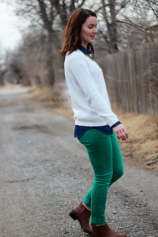 green-jeans-white-sweater3